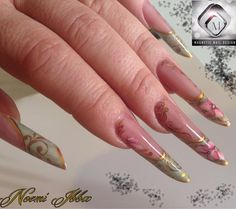 Nail Art 'Romantic Flower' bij Noemi Ibba