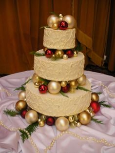 Christmas Wedding Cakes www.loveitsomuch.com