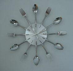 tons of ideas on how to upcycle silverware Dishfunctional Designs: Silverware Upcycled & Repurposed: Crafts With Spoons & Forks