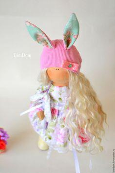 Купить или заказать Тыквоголовка Большеножка интерьерная кукла в шапочке зайчика…