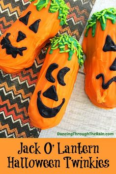 These Halloween Jack O' Lantern Twinkies are super cute and an easy Halloween dessert to make! Put them out at your Halloween gathering for something a little more tasty and less spooky! Halloween Desserts, Healthy Halloween Treats, Halloween Treats For Kids, Halloween Baking, Cheap Halloween, Halloween Goodies, Halloween Jack, Halloween Ideas, Spooky Treats