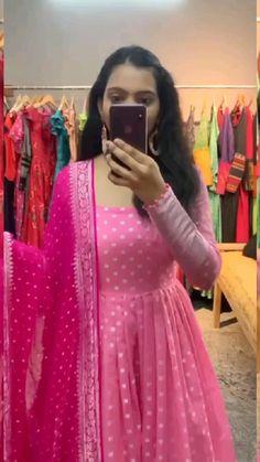 Party Wear Indian Dresses, Designer Party Wear Dresses, Indian Gowns Dresses, Kurti Designs Party Wear, Indian Fashion Dresses, Dress Indian Style, Indian Designer Outfits, Indian Outfits, Girls Frock Design