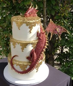 We can hardly contain our excitement with this kick-ass Wedding cake by Megan! Congratulations Wendy and Shane on your Dungeons & Dragons… Floral Wedding Cakes, Wedding Cake Designs, Vegan Wedding Cakes, Wedding Ideas, Amazing Wedding Cakes, Amazing Cakes, Dragon Wedding Cake, Renaissance Wedding, Dragon Cakes