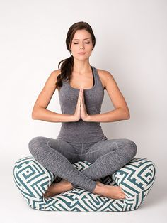 There are so many types of meditation cushions, benches and chairs. How to know which one is right for you? Take a look at our meditation support shopping guide