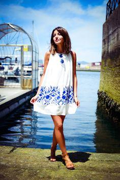 Alexandra Pereira Lovely Pepa Chicwish dress Pull & Bear sandals Valentino bag #streetstyle