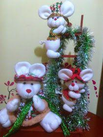 Decoraciones Navideñas: Decoraciones con ratonas Navideñas Christmas Wreaths, Christmas Decorations, Xmas, Holiday Decor, Pastel, Creative, Crafts, Diy, Home Decor