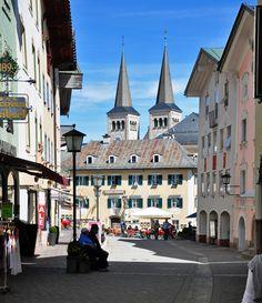 Berchtesgaden - Altstadt mit den Türmen der Stiftskirche im Hintergrund - 26.04.2012