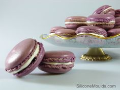 Blueberry and lemon macroons.... these would make anyones life a better place :D
