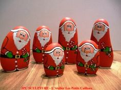christmas on painted rocks - Startpage Picture Search Stone Crafts, Rock Crafts, Christmas Projects, Holiday Crafts, Diy And Crafts, Pebble Painting, Pebble Art, Stone Painting, Rock Painting