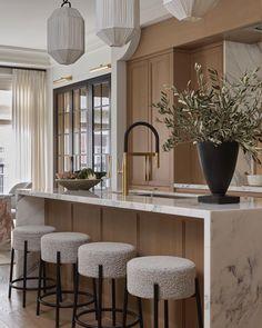 Home Decor Kitchen, Interior Design Kitchen, Home Kitchens, Interior Decorating, Interior Design Inspiration, Home Decor Inspiration, Beautiful Kitchens, Style At Home, Decoration