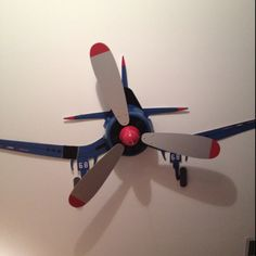 Airplane ceiling fan. >>>>Arizona's best AVIATION THEMED RESTAURANT! Tell your friends we'd love to see them visit us at the LEFT SEAT WEST RESTAURANT, Glendale, Arizona!  Check out our Facebook page! http://www.facebook.com/pages/Left-Seat-West-Restaurant/192309664138462