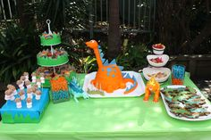 Kiddies table at Dinosaur birthday party