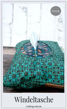 MIKA ist eine geniale Windeltasche mit einem Feuchttuchfach, das das Austrocknen verhindert und eine Tuch-an-Tuch-Entnahme ermöglicht. #neuesschnittmuster #schnittmuster #nähanleitung #windeltasche #nähen Blog, Crafts, Zero Waste, German, Best Diaper Bag, Book Gifts, Baby Sewing, Sew Mama Sew, Fabric Remnants