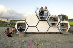 B and BEE AchillesDesign Stacked Micro Shelters 001 600x399   B and BEE Stackable Honeycomb Micro Shelters