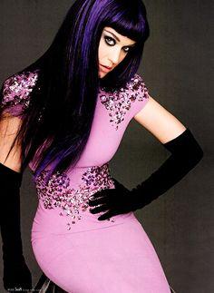Celebrities in Gloves: Katy Perry in Carolina Amato Opera Gloves. Elle US, 09.2012.