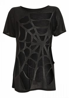 DIY Clothing & Tutorials Spiderweb Cut Shirt -no how to, but pretty self explanatory. No sewing involved, but if you didnt want it to sag, you might want to run the main 'threads' through the machine for support -Read More – Diy Fashion, Ideias Fashion, Umgestaltete Shirts, Diy Cut Shirts, Diy Vetement, T Shirt Diy, Diy Sweatshirt, Refashioning, Diy Clothing