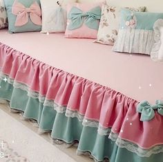 Lace Trimmed Bed Wrap Ruffle Bed Skirt- this would look awesome layered over burlap or dropcloth bedskirt Living Room Decor Country, Rugs In Living Room, Art Deco Curtains, Sofa Cloth, Bed Wrap, Designer Bed Sheets, Sofa Covers, Duvet Covers, Colorful Curtains