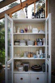 Sparsmakat i Köpenhamn – inspirerat av wabi-sabi Light Of Life, Kitchen Cart, Wabi Sabi, Elle Decor, China Cabinet, Pergola, Ikea, Storage, Room