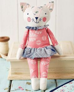 Pretty Kitty, made of PaperieFabrics. by @amysinibaldi the May issue of @sewhq.