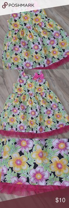 Toddler Dress NWOT Great lightweight summer dress! Bright fun colors. Check out my other listings bundle and save! red love Dresses