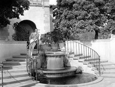 Harold LLoyd in front of his estate Green Acres, c Golden Age Of Hollywood, Classic Hollywood, Old Hollywood, Life Reimagined, American Mansions, Harold Lloyd, Hollywood Homes, Immaculate Conception, Spanish Revival