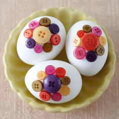 Button-Decorated Easter Eggs diy ... http://www.bhg.com/holidays/easter/eggs/pretty-no-dye-easter-eggs/#