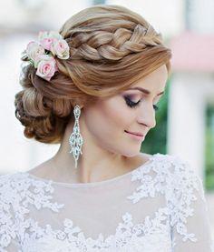 Элегантные косы часто присутствуют в прическах невест
