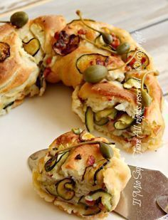 Rotolo pasta pane farcito con zucchine e pancetta