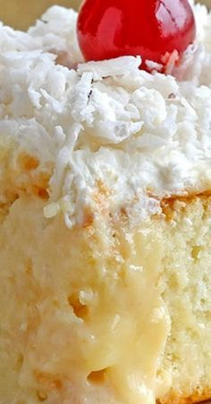Fast EASY impressive moist and packed with big BOLD coconut flavor! Literally though this coconut cream poke cake is the best. Coconut Poke Cakes, Coconut Desserts, Brownie Desserts, Oreo Dessert, Coconut Recipes, Easy Desserts, Delicious Desserts, Yummy Food, Coconut Cake Easy
