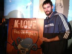 Kevin Love Plays w/ 'Pus in Front of Hope Kids