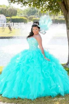 Cute quince dress light blue and bluish on bottom | Quinceñara ...