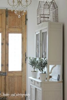 love those pine doors @ shabby soul