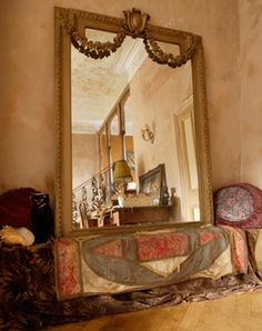 I love how mirrors makes things appear bigger Interior Architecture, Interior Design, Bohemian House, Rustic Elegance, My Dream Home, Dream Homes, Old Antiques, Home And Living, Living Room