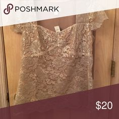 Ann Taylor loft gold lace Beautiful lace top Ann Taylor Tops Tees - Short Sleeve