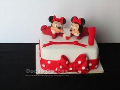Doces Opções: O 1º aniversário das gémeas Cake, Disney, Desserts, Food, Twin Birthday, Birthday Cakes, Sweets, Tailgate Desserts, Deserts