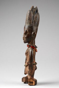wood, softly luminous brown patina, small remains of indigo blue pigment, four strings of glassbeads, long and narrow … African Masks, African Art, Blue Pigment, Tribal Art, Twins, Lion Sculpture, Clay, Statue, Detail
