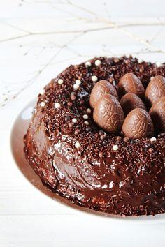 16 Recettes de gâteaux de Pâques que vous allez adorer ! Chocolate Easter Cake, Chocolate Candy Recipes, Paw Patrol Torte, Baking Recipes, Cake Recipes, Gravity Cake, Crazy Cakes, Easter Cookies, Pastry Cake