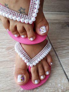 26 Ideias de Unhas Decoradas dos Pés Flip Flops, Pasta, Women, Fashion, Feet Nails, Personalized Flip Flops, Female Feet, Polish Nails, Pedicures