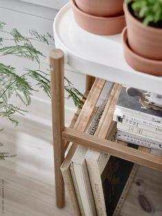 SATSUMAS piedestal i naturmaterial bambu. Bambu är både hållbart och miljövänligt då det är ett väldigt slitstarkt naturmaterial och en av världens mest snabbväxande växter.