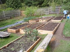 How to Build a Raised Garden Bed on Sloping, Uneven Ground | Eartheasy Guides & Articles