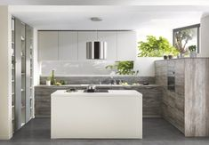 U keuken met eiland Modern Interior Decor, Kitchen Design Small, Spacious Kitchens, Bespoke Kitchens, Interior Design Kitchen, Elegant Kitchens, Kitchen Examples, Kitchen Fittings, Kitchen Design