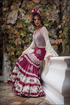 Me gusta by Cositas de Querubin Flamenco Costume, Flamenco Skirt, Flamenco Dresses, Mexican Dresses, Indian Dresses, Grad Dresses, Bridal Dresses, Spanish Dress, Maxi Skirt Outfits