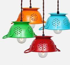 Escurridores a las lámparas de cocina...viva la originalidad y el color