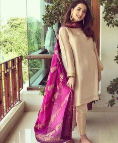 Beautiful Pakistani Dresses, Pakistani Formal Dresses, Pakistani Fashion Party Wear, Pakistani Dress Design, Pakistani Outfits, Shadi Dresses, Beautiful Dresses, Fancy Dress Design, Bridal Dress Design