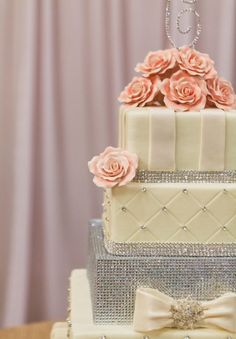 Bling wedding cake with a lot of different detail.....        ᘡղbᘠ