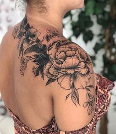 Gorgeous And Exclusive Shoulder Floral Tattoo Designs You Dream To Have; Back Tattoo Women Upper, Tattoos For Women On Thigh, Upper Back Tattoos, Shoulder Tattoos For Women, Cover Up Tattoos, Body Art Tattoos, Sleeve Tattoos, Life Tattoos, Tatoos