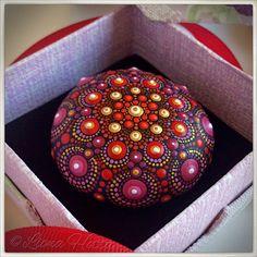 Stone Mandala dark Red de LionaHotta en Etsy https://www.etsy.com/es/listing/570836737/stone-mandala-dark-red