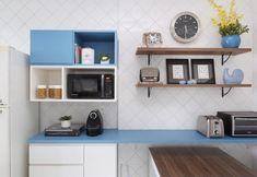 Nichos de madeira: 70 ideias e tutoriais para organizar a casa com estilo Decor, Shelves, Interior, Kitchen Cabinets, Cabinet, Home Decor, Kitchen, Interior Design