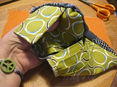Tuto pochette porte-cartes - * * * Le Blog de ValèrIdées * * * Blog, Tela, Sewing Tutorials, Coin Purses, Purses, Patterns, Sewing For Beginners, Beginner Sewing Projects, Handbag Tutorial