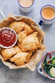 The Best Indian Punjabi Samosa Recipe (With Aloo, Vegetarian, Vegan) Indian Appetizers, Indian Snacks, Indian Food Recipes, Appetizer Recipes, Vegetarian Recipes, Cooking Recipes, Cooking Tips, African Recipes, Curry Recipes